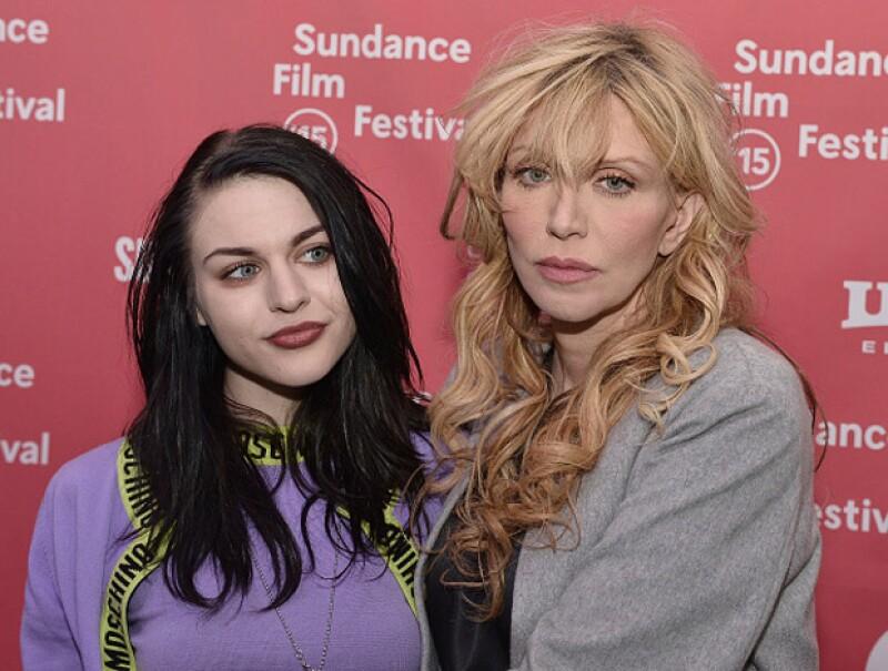 Así lució Frances en una de sus últimas apariciones públicas junto a su madre Courtney Love.