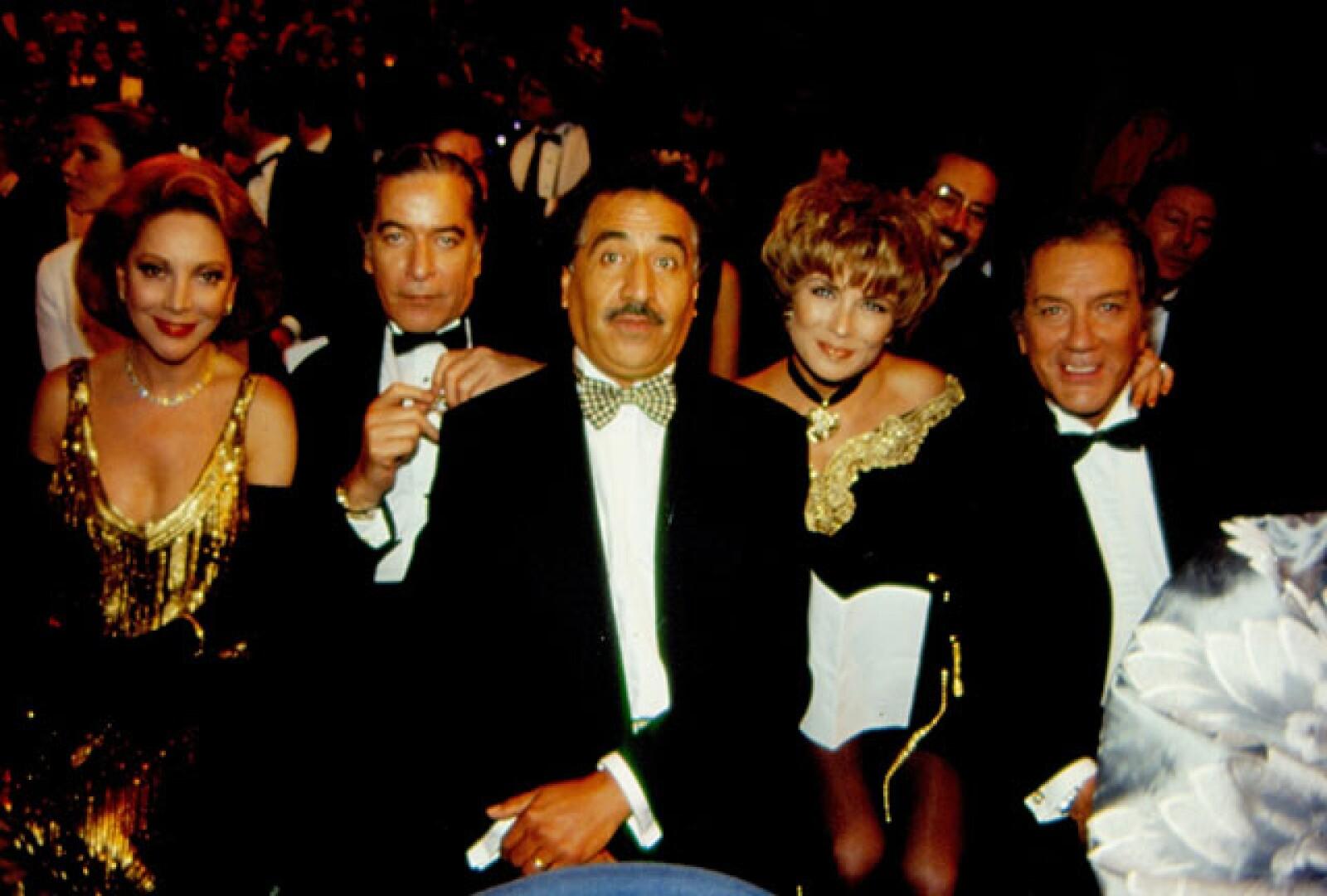 Junto Jacqueline Andere, Enrique Rocha, Rafael Inclán y Leticia Calderon, en los Premios Tv y Novelas 1994.