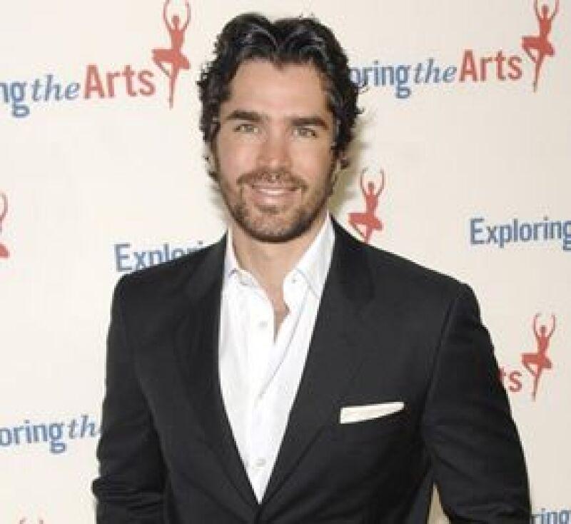 El actor mexicana participa en una campaña que regalara desde 50 hasta 25 mil dólares.