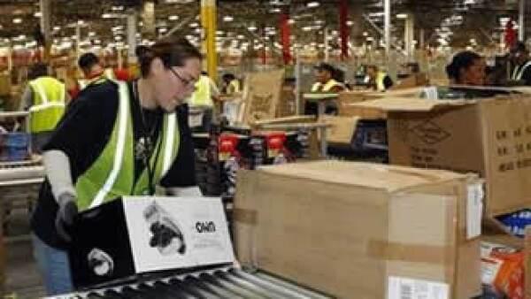 Pese a las cifras positivas, las acciones de Amazon caían 6% en operaciones electrónicas en Wall Street. (Foto: Reuters)