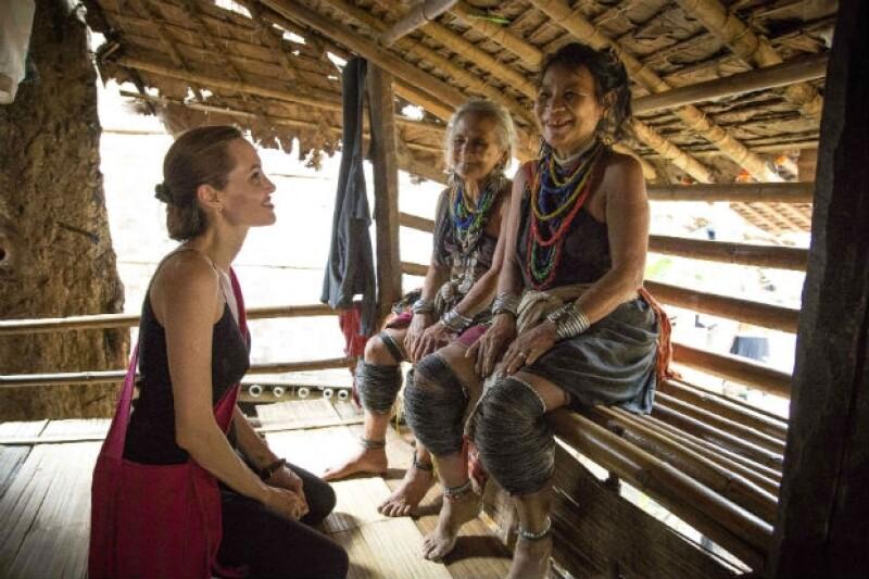 La actriz convivió con las personas del campo de refugiados.