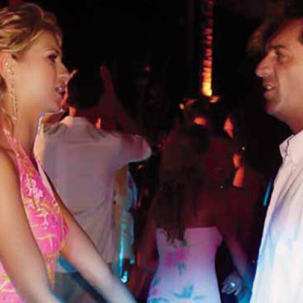 El hijo de Carlos Slim Helú, el hombre más rico del mundo según Forbes, tiene 43 años; su novia, María Elena, 27 años. Aquí en Acapulco en 2006.