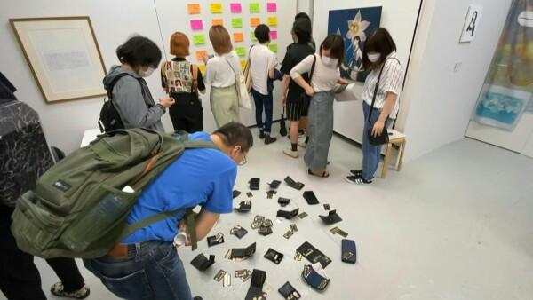 Una exposición en Tokio permitió robar sus obras y se acabaron en minutos