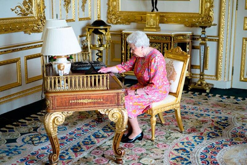 La monarca ha decidido agradecer personalmente los mensajes de felicitación que recibió por sus 90 años.