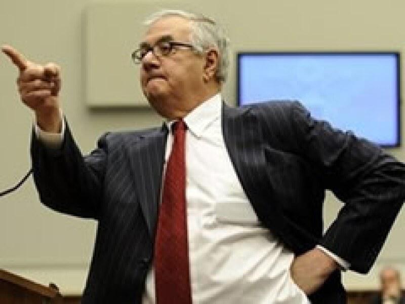Barney Frank, presidente de la Comisión de Servicios Financieros de la Cámara baja de EU, arremetió contra los banqueros. (Foto: AP)