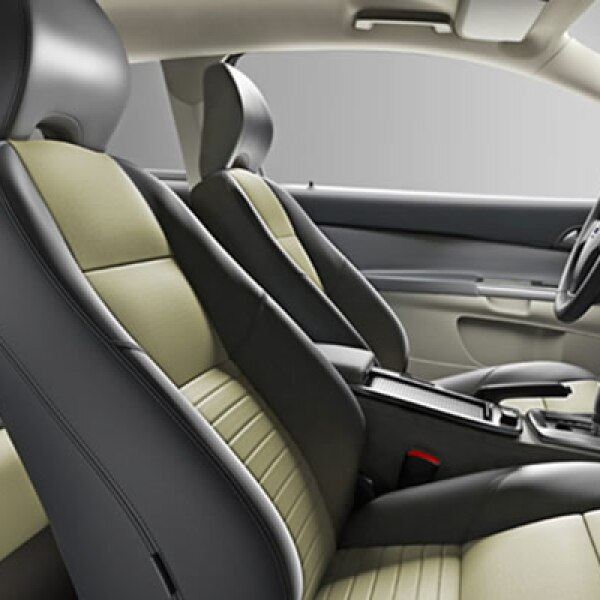 En el interior, se ofrecen nuevas combinaciones de vestiduras para complementar su exterior.