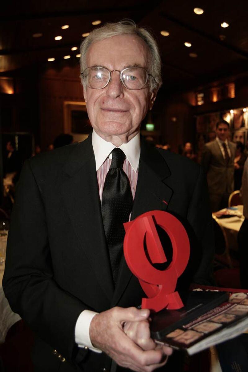 Jacobo Zabludovsky con su reconocimiento QUién 50.