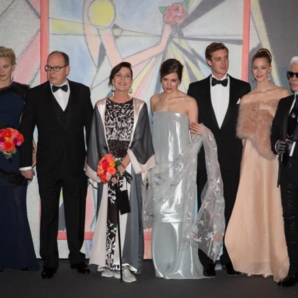 Charlene de Mónaco, Alberto II de Mónaco, princesa Carolina, Carlota Casiraghi, Pierre Casiraghi, Beatrice Borromeo y Karl Lagerfeld.