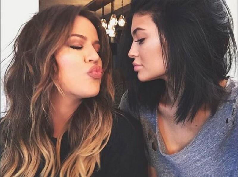 A través de Twitter, la media hermana de la Kardashian expresó estar cansada del tema de sus labios y pidió hablar de algo más importante.
