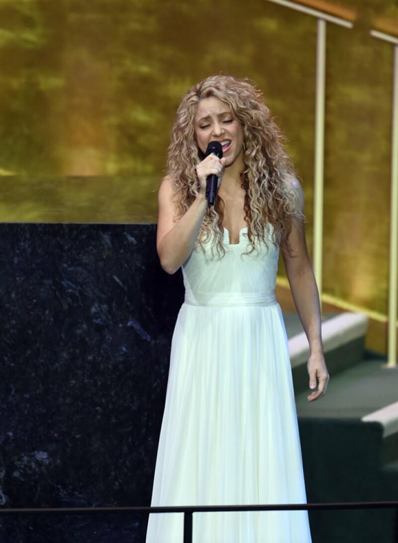 Con un look natural, Shakira intentó hacer conciencia sobre la mejora del mundo para ofrecerle un mejor porvenir a los niños.