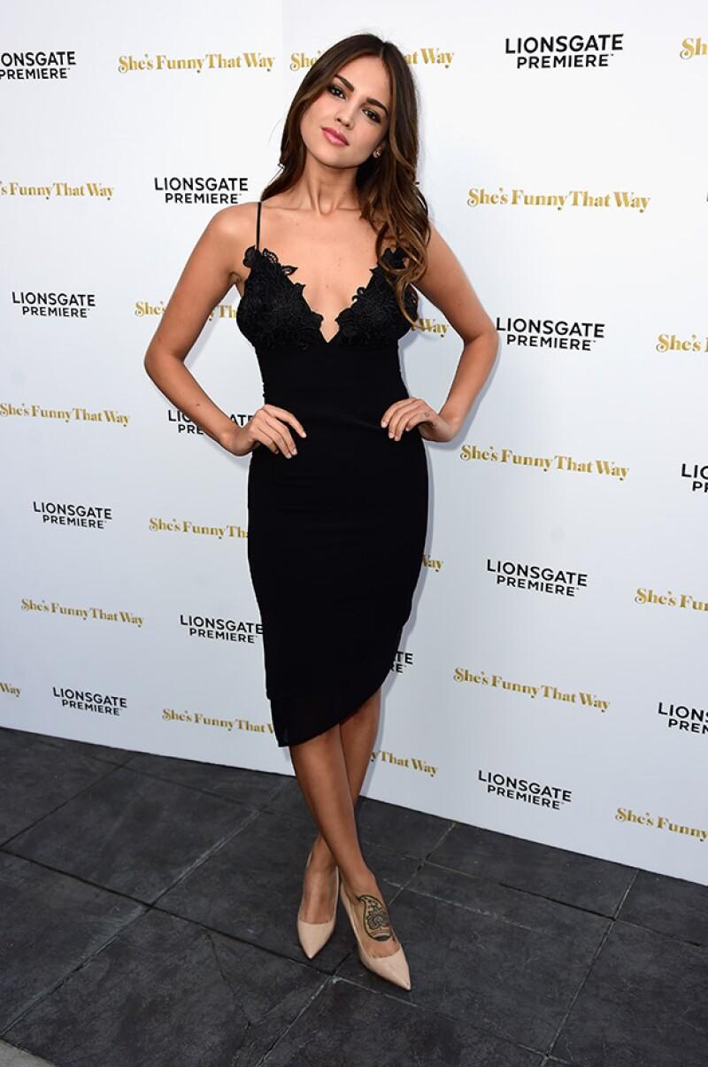 La mexicana asistió como invitada al estreno de She's Funny That Way,que protagoniza Jennifer Aniston.