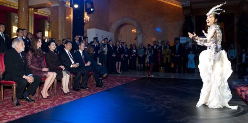En Lancaster House la Sociedad de Teatro de Londres ofreció un performance rindiendo homenaje a China.