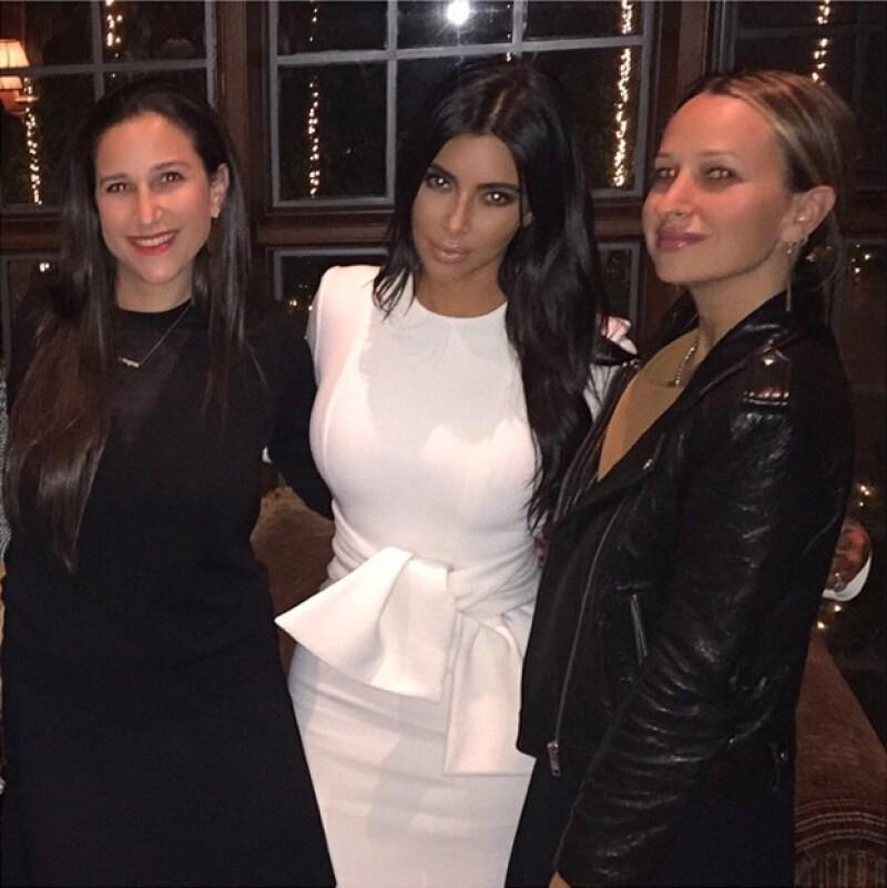 Kim junto a sus grandes amigas.