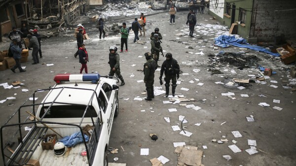 Vestiges of last night's protests in El Alto