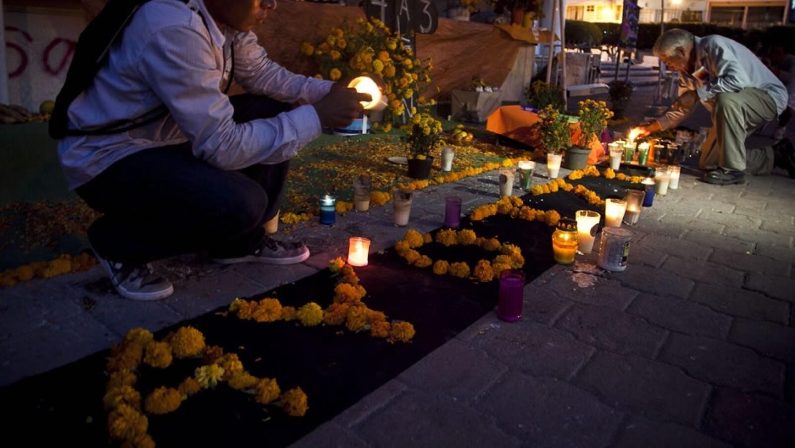 Un homenaje a los normalistas desparecidos de Ayotzinapa en el Palacio Municipal de Iguala, Guerrero