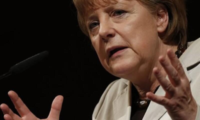 El gobierno de Angela Merkel, canciller alemana, indica que la responsabilidad y control deben ir siempre mano a mano. (Foto: Reuters)