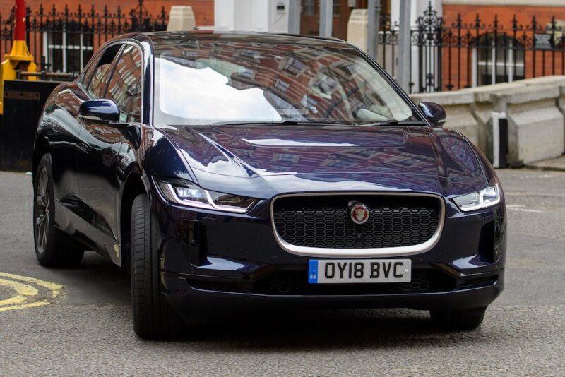 Al príncipe Carlos le gustan los autos clásicos y ecológicos