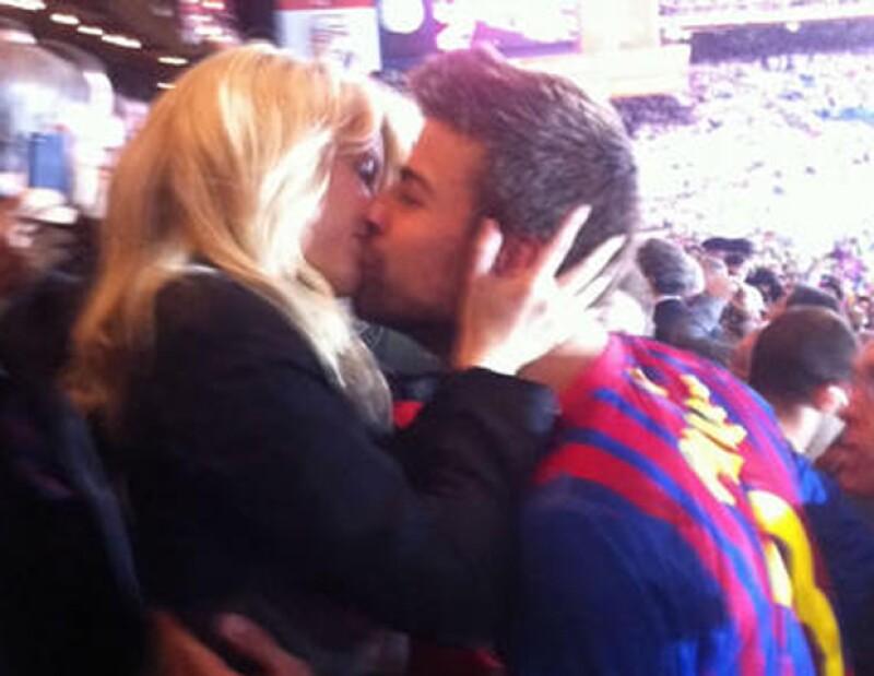 Por el indiscutible triunfo del equipo de su novio, el FC Barcelona, ante el Athletic Club de Bilbao, la cantante le dio tremendo trofeo.