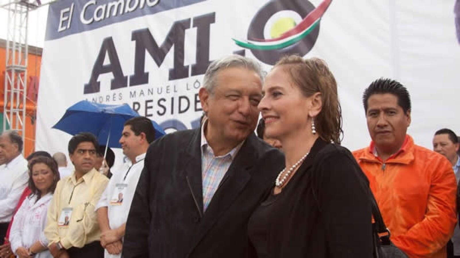 Lopez Obrador en Tlaxcala junto con Beatriz Gutierrez