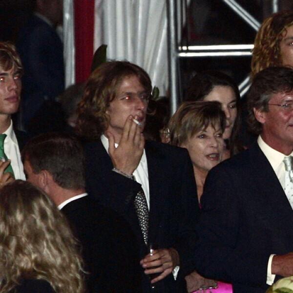 Desde hace muchos años es un fumador empedernido. Aquí lo vemos el día que Alberto de Mónaco subió al trono, en 2005.