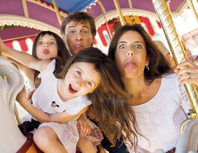 Maki y Juan tienen dos hijas, Mia y Azul.
