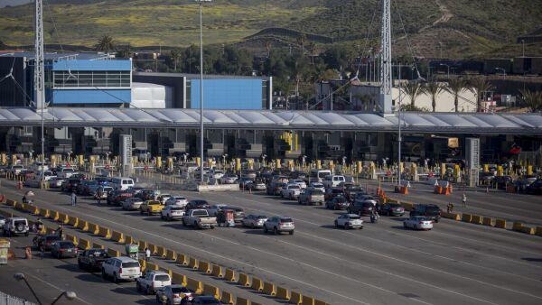 Restringen cruces en la frontera entre Estados Unidlos y México