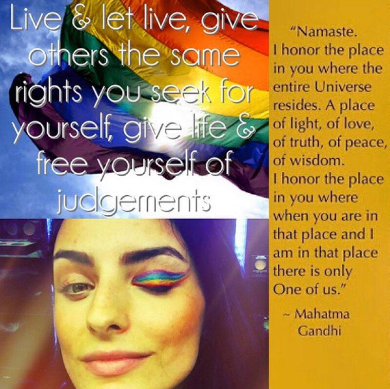 Vive y deja vivir, da a otros los mimos derechos que buscas para ti, date vida y libérate de los cuestionamientos, escribió Aislinn Derbez con una imagen en la que aparece con maquillaje arcoiris.