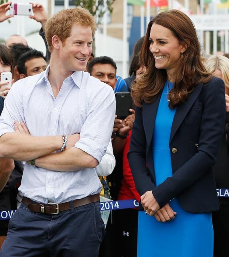 La mujer de Guillermo de Inglaterra quiere regalar un labrador amarillo a su cuñado, para que le haga compañía.