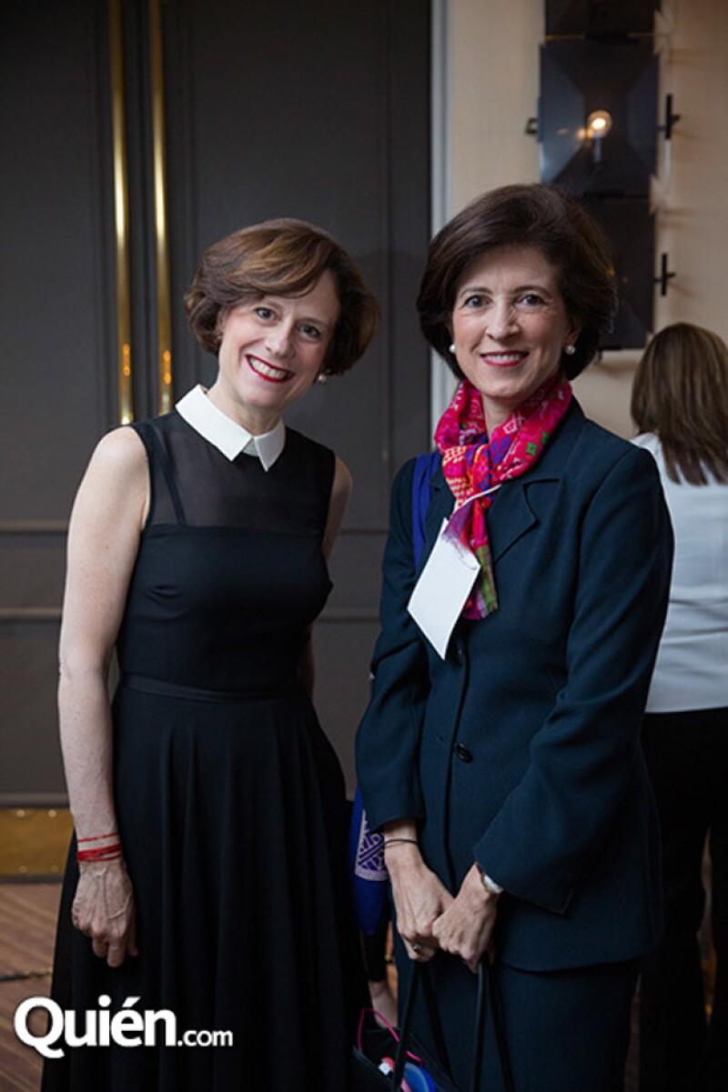 Denisse Dresser y Magdalena Carral.