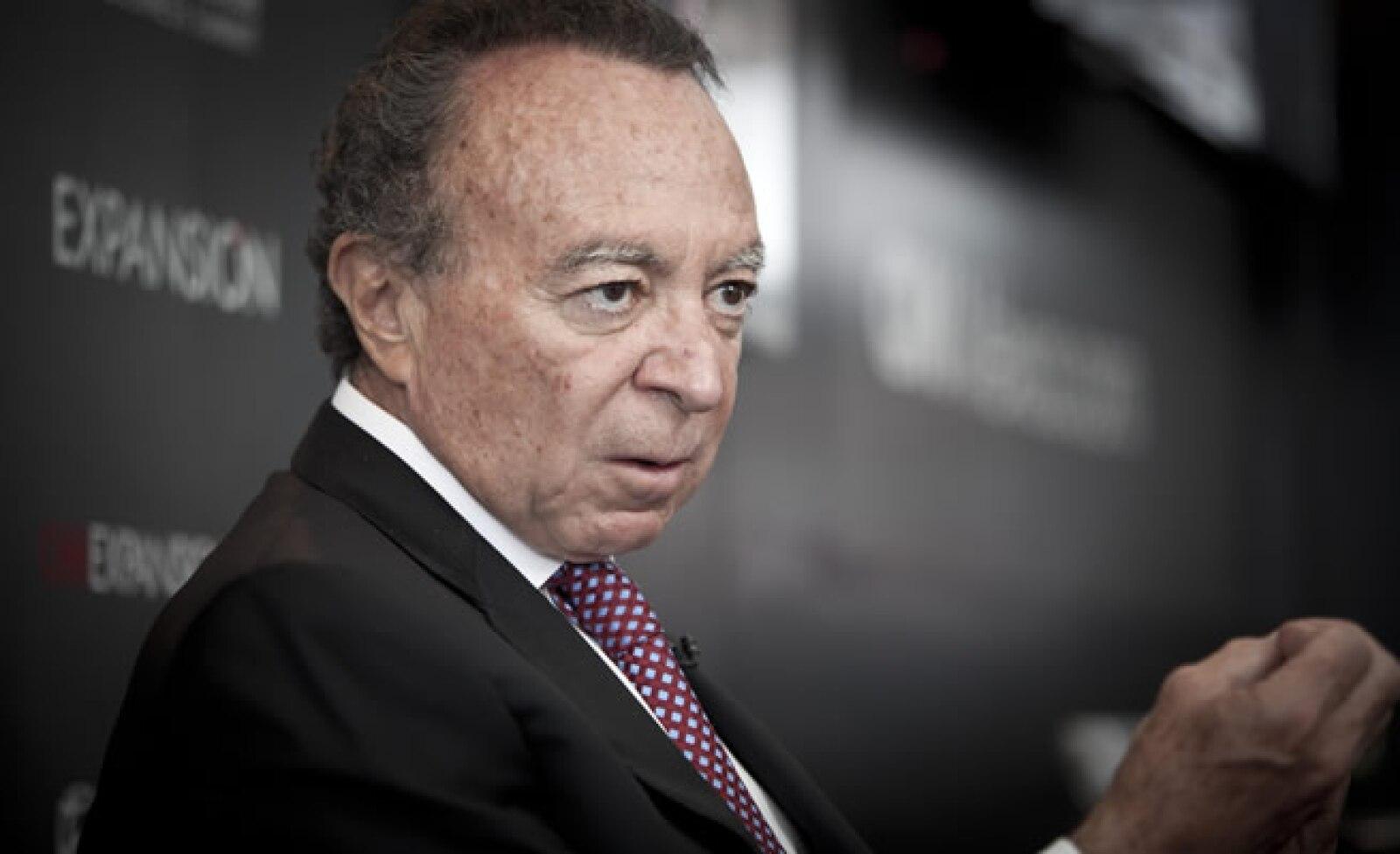 Las mineras que operan en México deben pagar regalías, consideró el presidente del Grupo Financiero Banorte, Guillermo Ortiz Martínez.