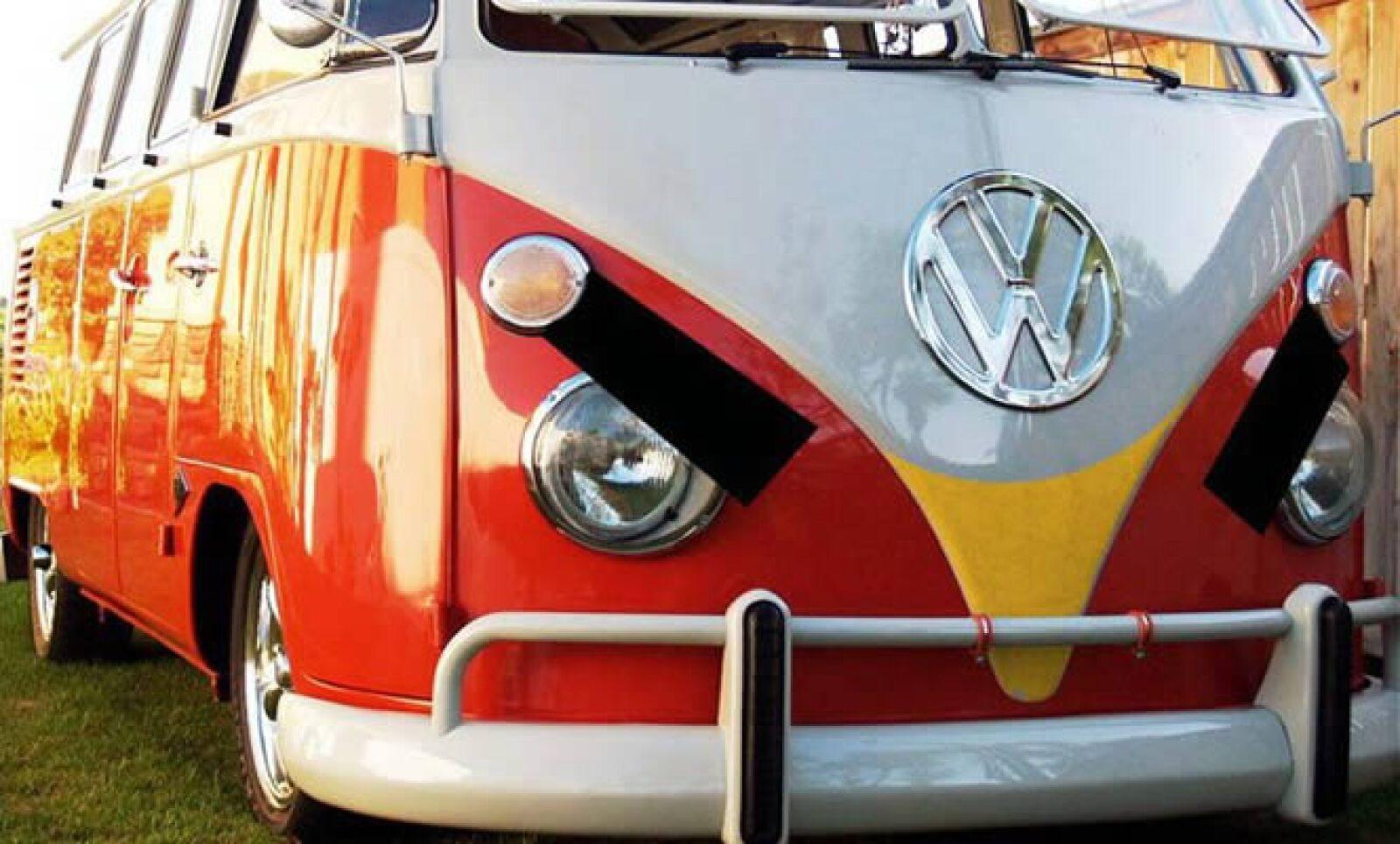 Un usuario anónimo pinto esta van de Volkswagen como si fuera el pico del famoso pájaro rojo, protagonista del título.
