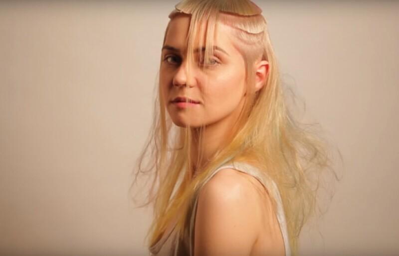 Esta modelo decidió cortarse el pelo para su cumpleaños, y el internet se volvió loco con su excéntrica decisión. ¿Qué te parece?