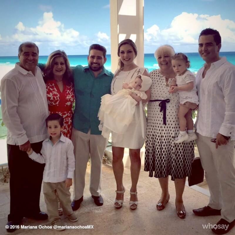 La cantante compartió este importante día a través de sus redes, luciendo feliz junto a toda su familia en Cancún.