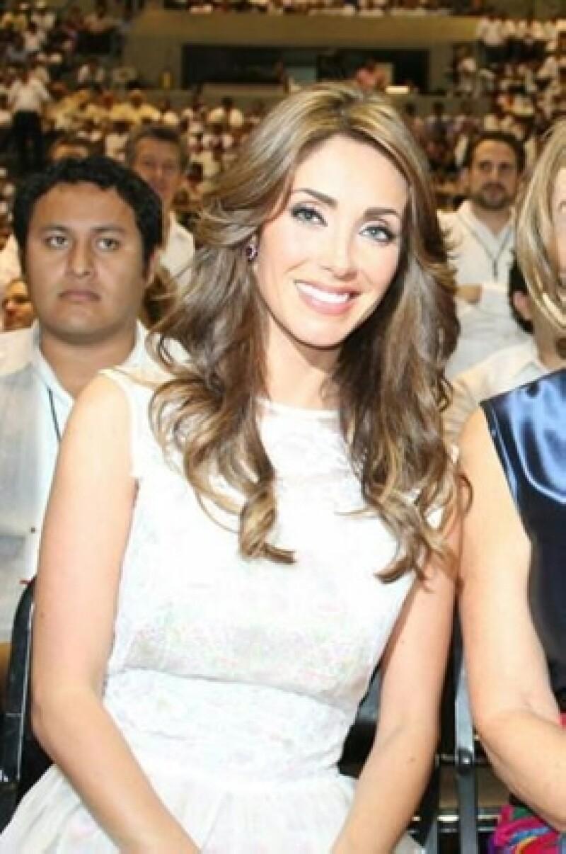 Anahí durante la toma de posesión de su novio Manuel Velasco a principios de diciembre.