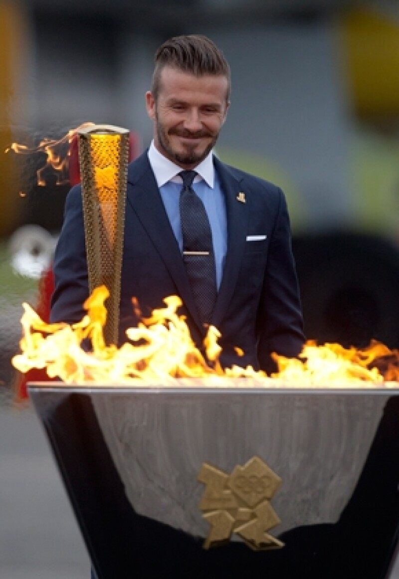 El ex capitán de la selección inglesa y astro del Galaxy de Los Ángeles fue protagonista a la llegada de la llama de las Olimpiadas al Reino Unido; quiere estar en la cancha en Londres 2012.