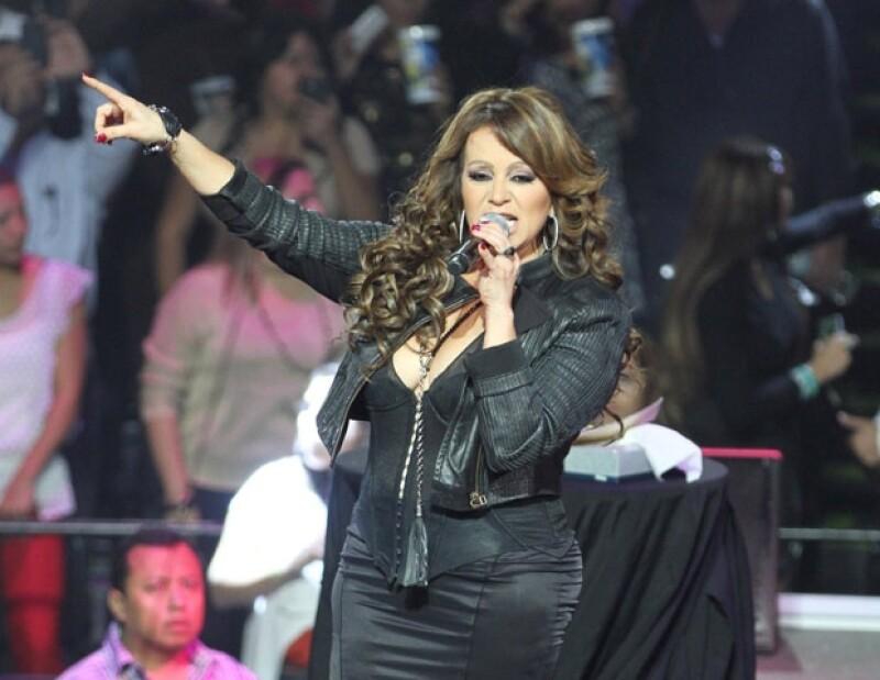 Esta tarde se confirmó la muerte de la cantante popular. A través de su cuenta de Twitter, López Dóriga informó que se localizaron restos del avión y no hay sobrevivientes.