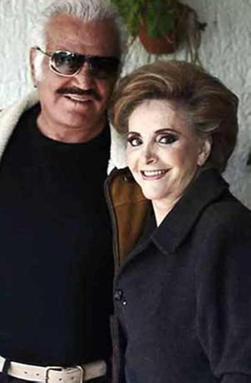 El cantante de 73 años celebro el día de ayer sus 50 años de casado con Doña Cuquita Abarca.