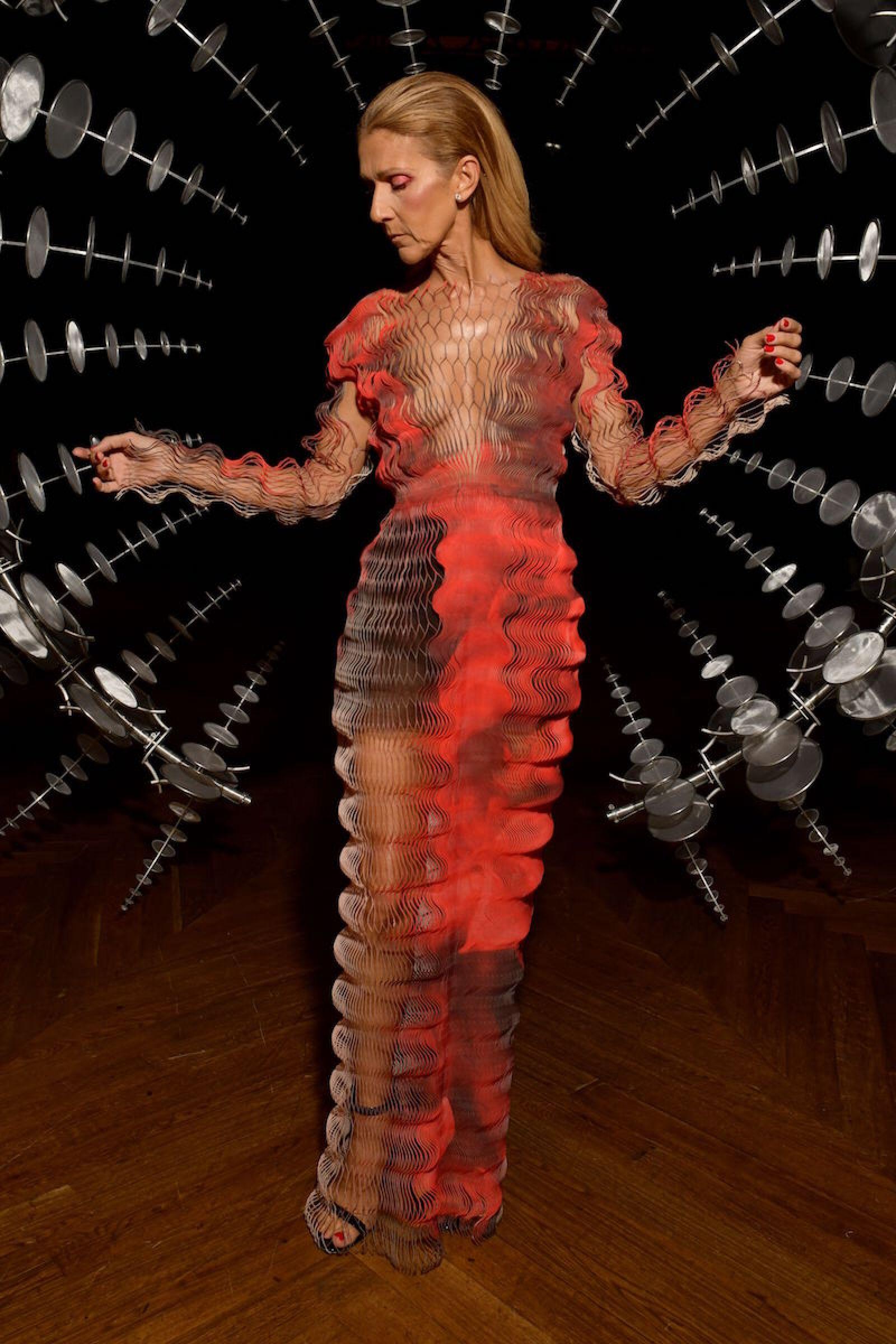 Celine en un look completo de pasarela de Iris Van Herpen