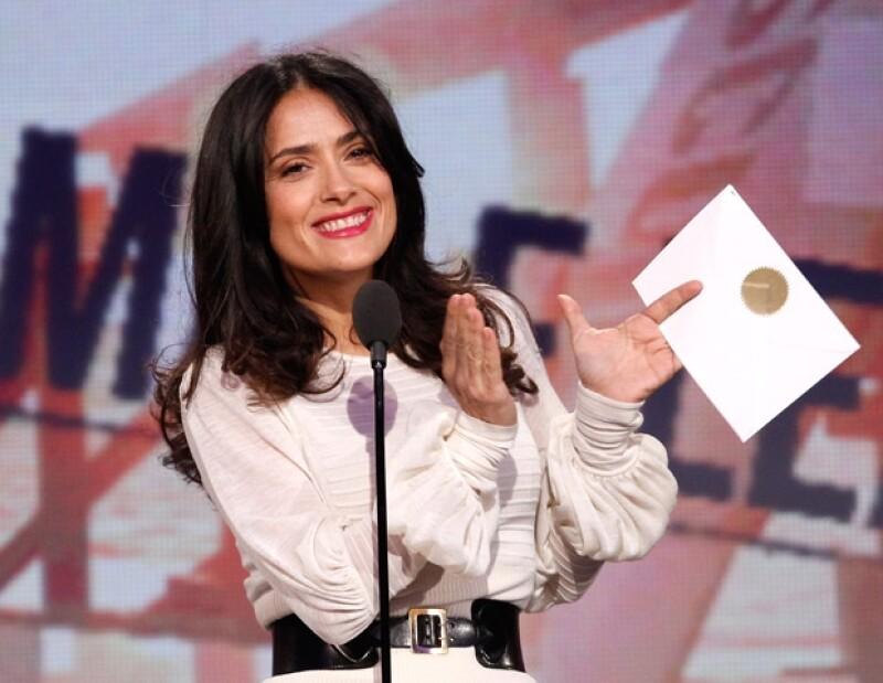 La actriz confesó en una entrevista, que prefiere realizar películas divertidas, para así, hacer reír a la gente y que se olviden de sus problemas.
