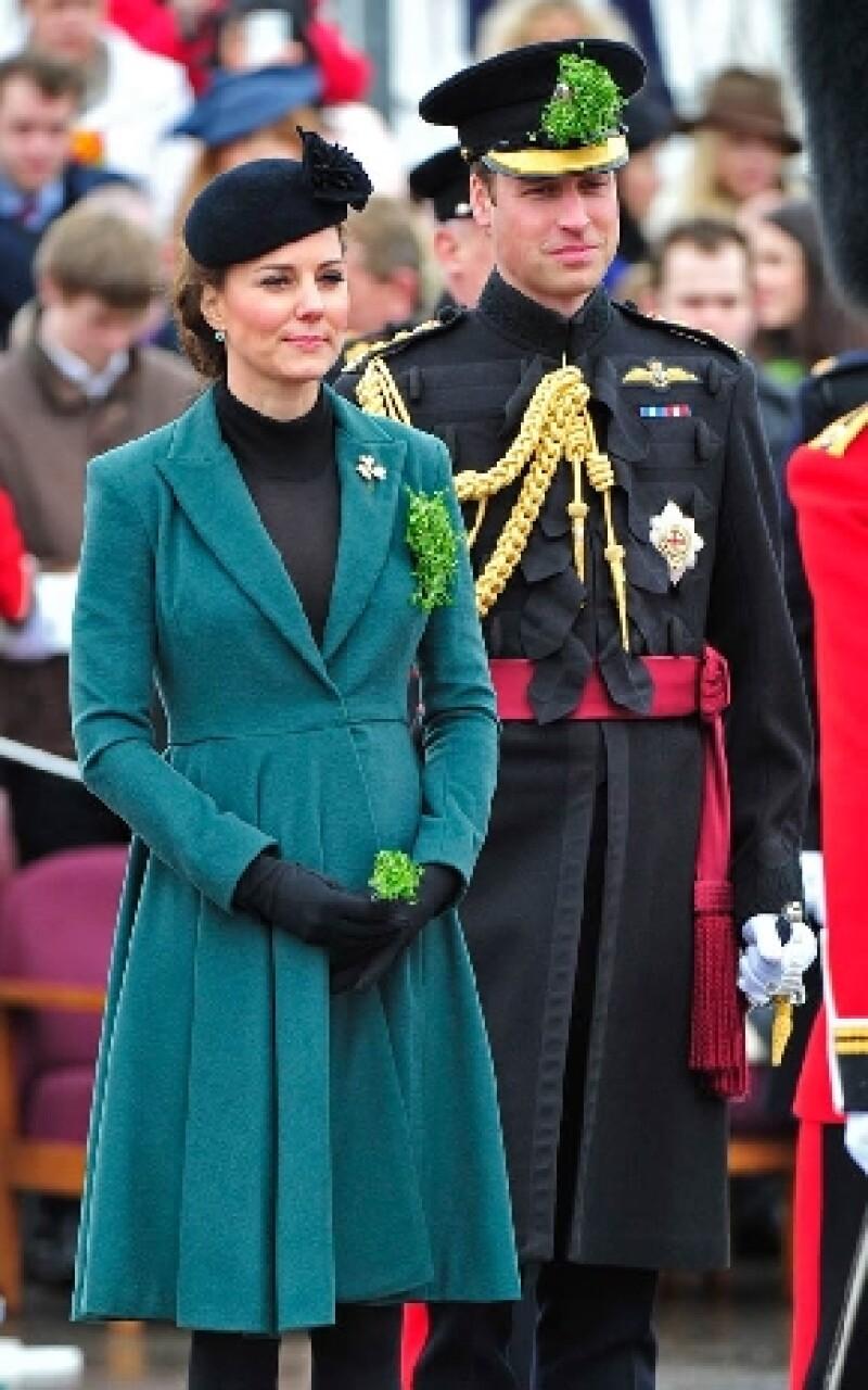 Durante la ceremonia por el Día de San Patricio, Middleton platicó con miembros del batallón de su esposo, quienes hicieron grandes revelaciones acerca del nacimiento del futuro rey.