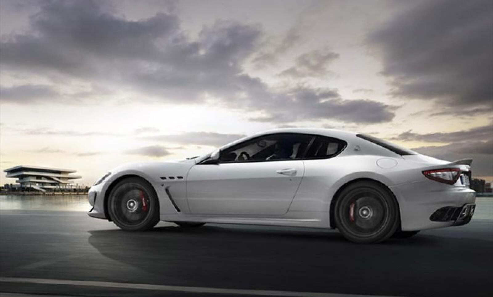 El motor 4.7 litros V8 de este vehículo llega hasta los 450 hp y sin más datos técnicos, la marca indica que su velocidad punta llegará hasta los 300 km/h.