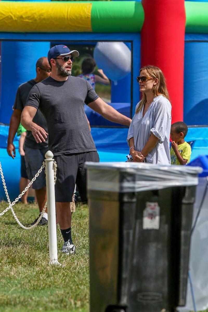Jennifer y Ben intercambiaron pocas palabras durante su salida familiar.