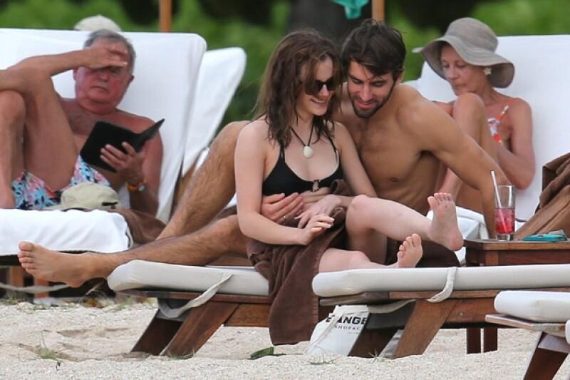 Hace una semana se dio a conocer que la inglesa comenzó una relación con Matthew Janney; para formalizar el noviazgo ambos se fueron a la playa donde se dejaron ver muy cariñosos.