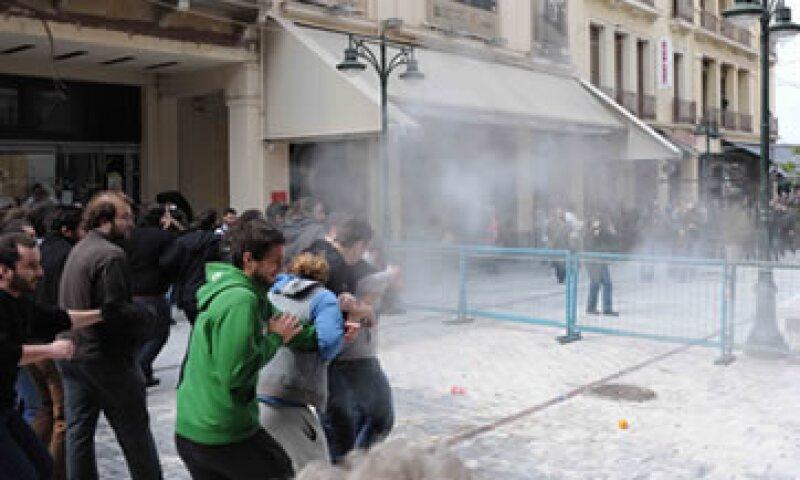 Las protestas reflejan el descontento público por las medidas de austeridad impuestas por el Gobierno. (Foto: AP)