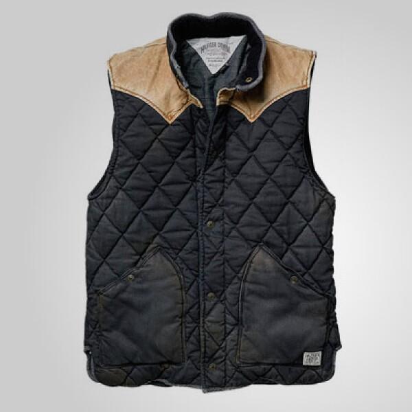 Este chaleco tiene insertos de piel en los hombros para darle un toque atrevido a tu 'outfit'.