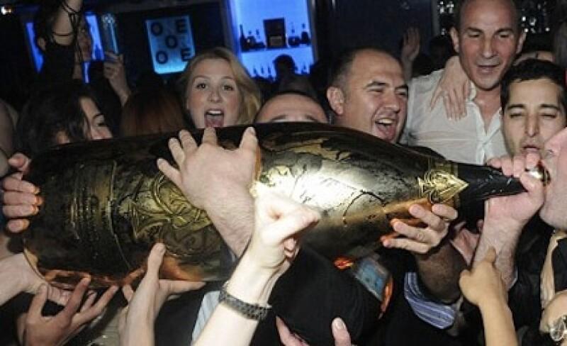 La champaña Armand de Brignac Nabucodonosor es la más lujosa y costosa del mundo.
