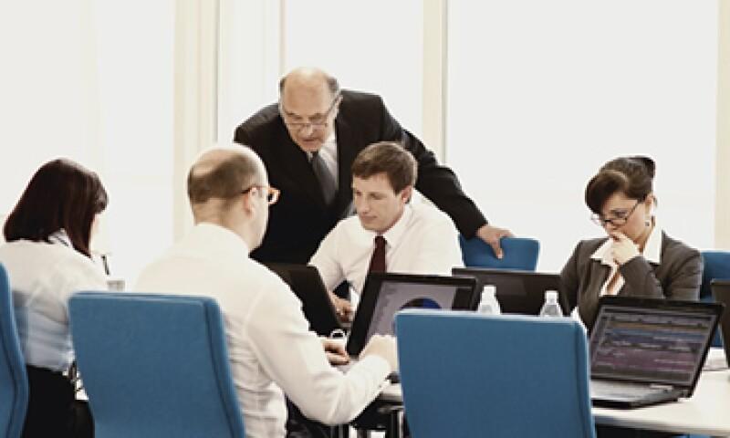 Además de las clases presenciales, son convenientes los cursos en línea, talleres y un asesor o coach que permita la retroalimentación. (Foto: iStock by Getty Images)