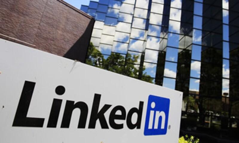 Analistas estiman que LinkedIn perderá entre 19 y 25 mdd en 2011 bajo las normas contables. (Foto: AP)