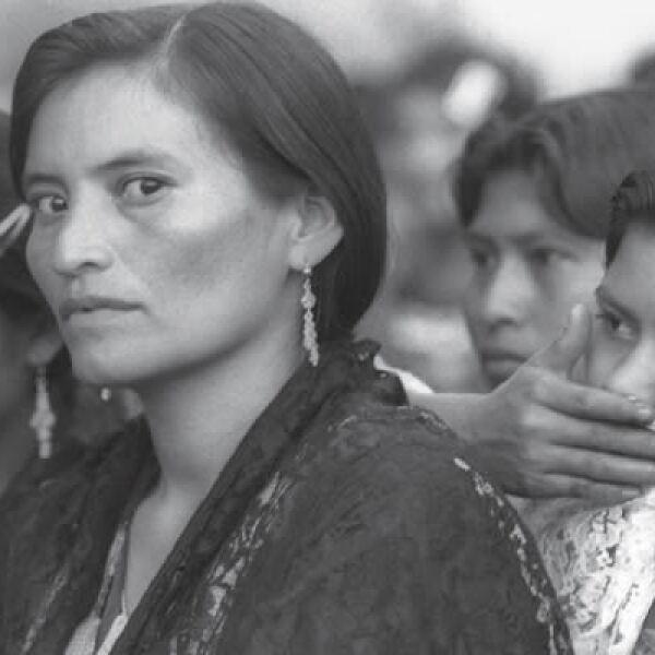 Miradas de extrañeza, duda y preocupación son el tema que Ángeles Torrejón mostró en su imagen efectuada en la comunidad de la Realidad en la Selva de Chiapas. Fue premiada con 3,000 dólares, parte en efectivo y parte en equipo fotográfico.