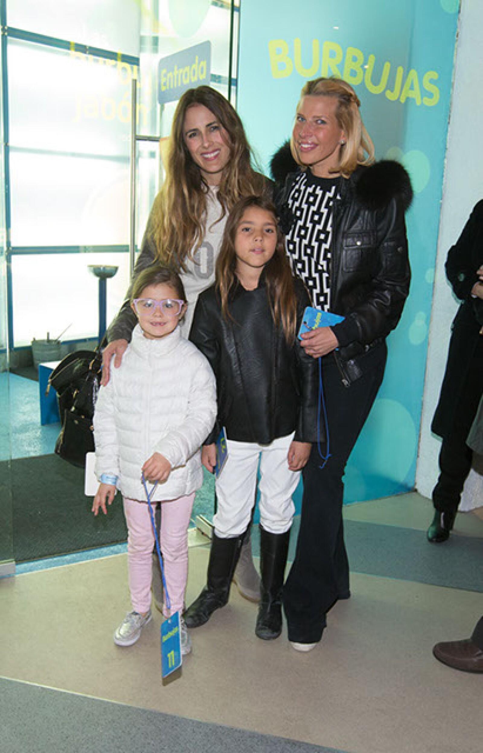 Erika Basavé,Juliana Basavé,Beatriz Moctezuma,Beatriz Pasquel